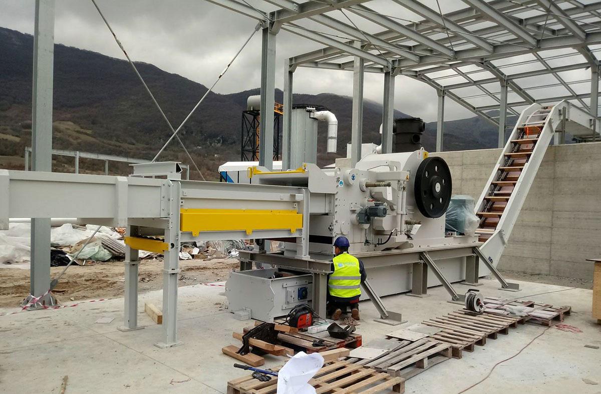 montaż maszyny po relokacji przez firmę WorldTechnix